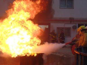 curso-de-bombeiro-civil-na-escola-de-herois