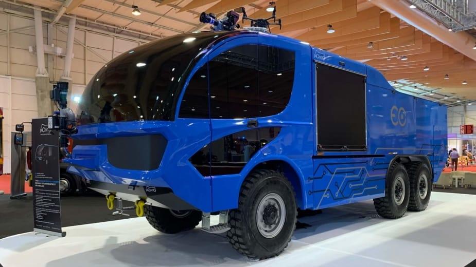 O caminhão de combate a incêndios elétrico, de controle remoto e… português